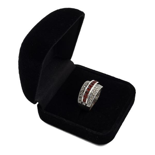 Sidabrinis žiedas su raudonuoju agatu RSA108 dėžutėje kampu