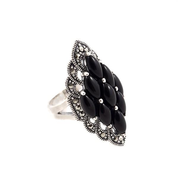 Prabangus sidabrinis žiedas su oniksu RSA152 šonu