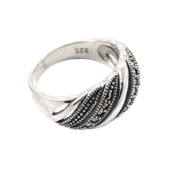 Stilingas sidabrinis žiedas su markazitais RSA137 šonu