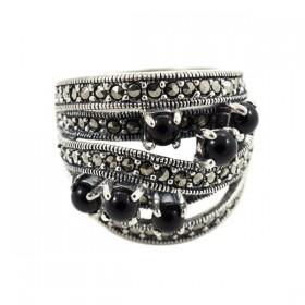 Sidabrinis modernaus dizaino žiedas su oniksu RSA149 priekiu