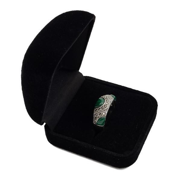 Sidabrinis žiedas su malachitu RSA146 dėžutėje kampu