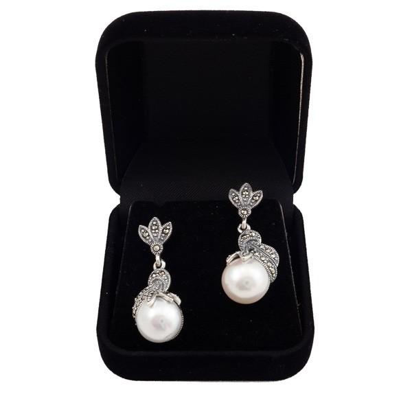 Sidabriniai auskarai su dirbtiniais perlais ESA126 dėžutėje kompozicija