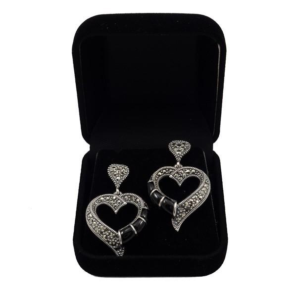 Sidabriniai auskarai širdelės su oniksu ESA175 dėžutėje