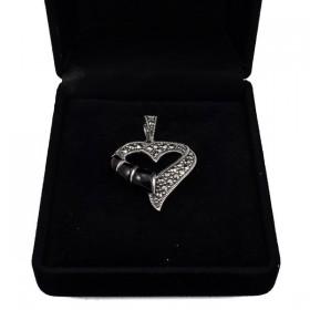 Sidabrinis pakabukas širdelė su oniksu PSA140 dėžutėje