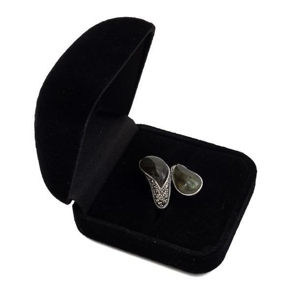 Sidabrinis žiedas su labradoritu RSA155 dėžutėje kampu