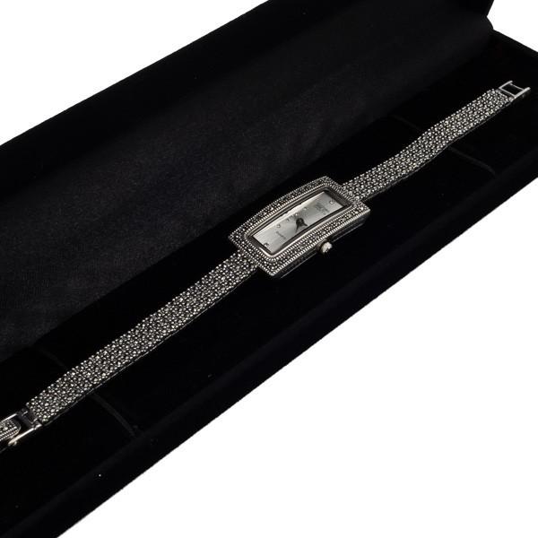 Elegantiškas sidabrinis laikrodis WSA110 dėžutėje kampu